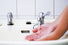 Au Pair Wash-Your-Hands